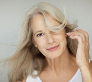 Menopauza duce la caderea masiva a parului!